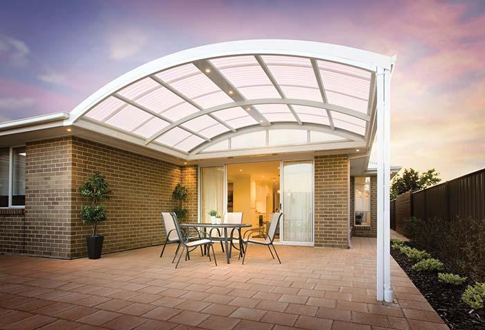 Arched roof made of polycarbonate