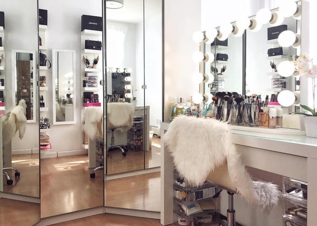 Mirror over dressing table dressing table