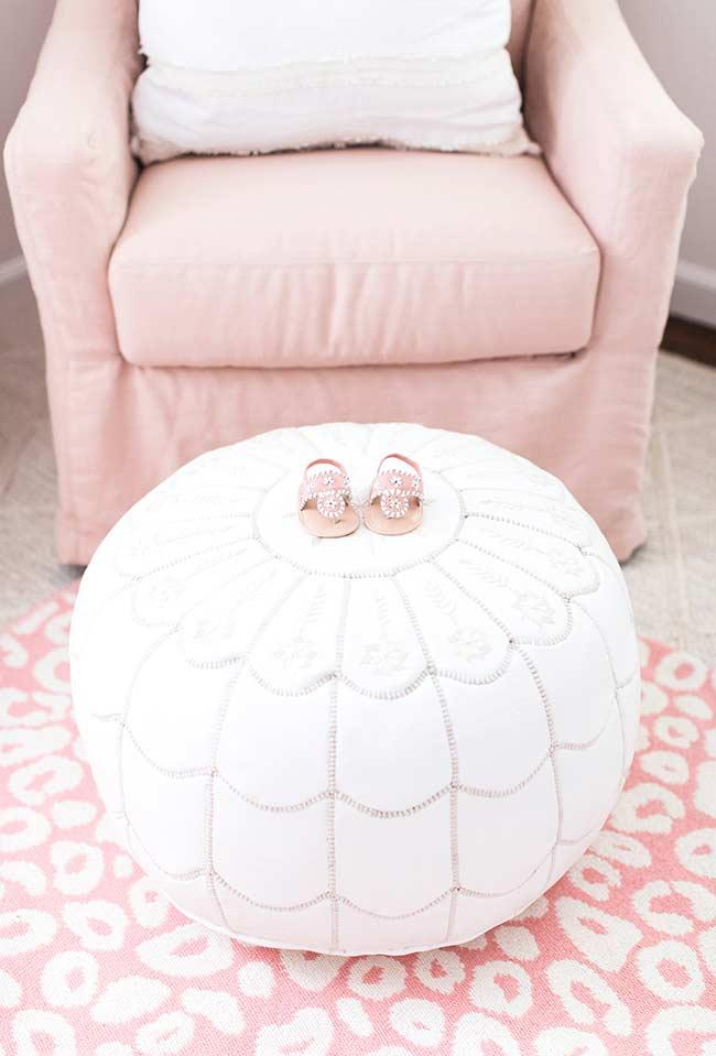 Round and super soft puff for leg support