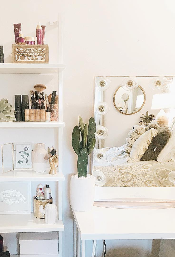 Free dressing table