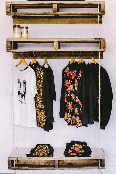 A simple pallet wardrobe idea for you to copy and do the same