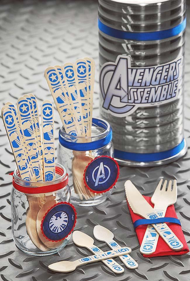 Wooden cutlery for party of the avengers