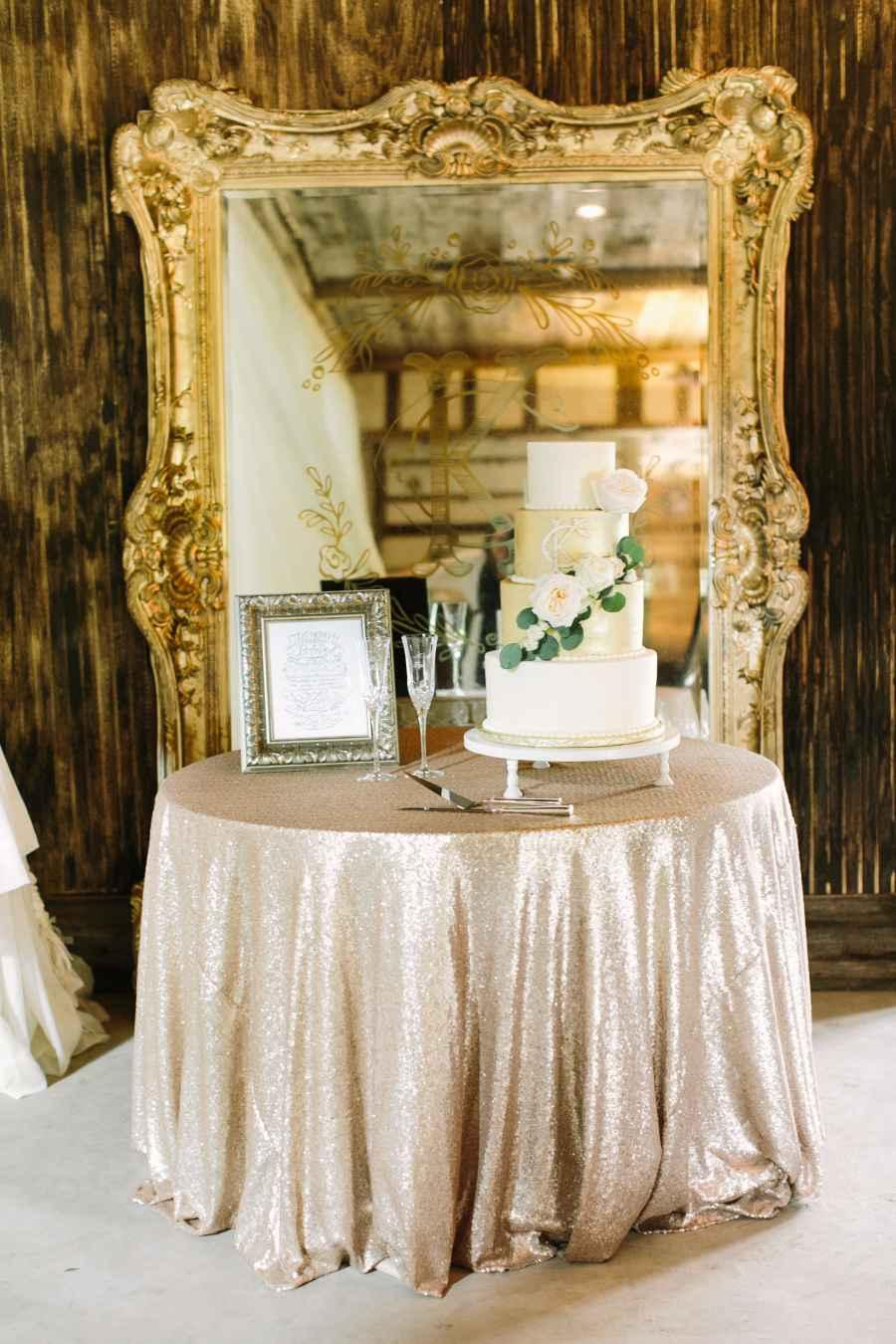 Golden wedding decoration: 60 ideas with photos to inspire 15