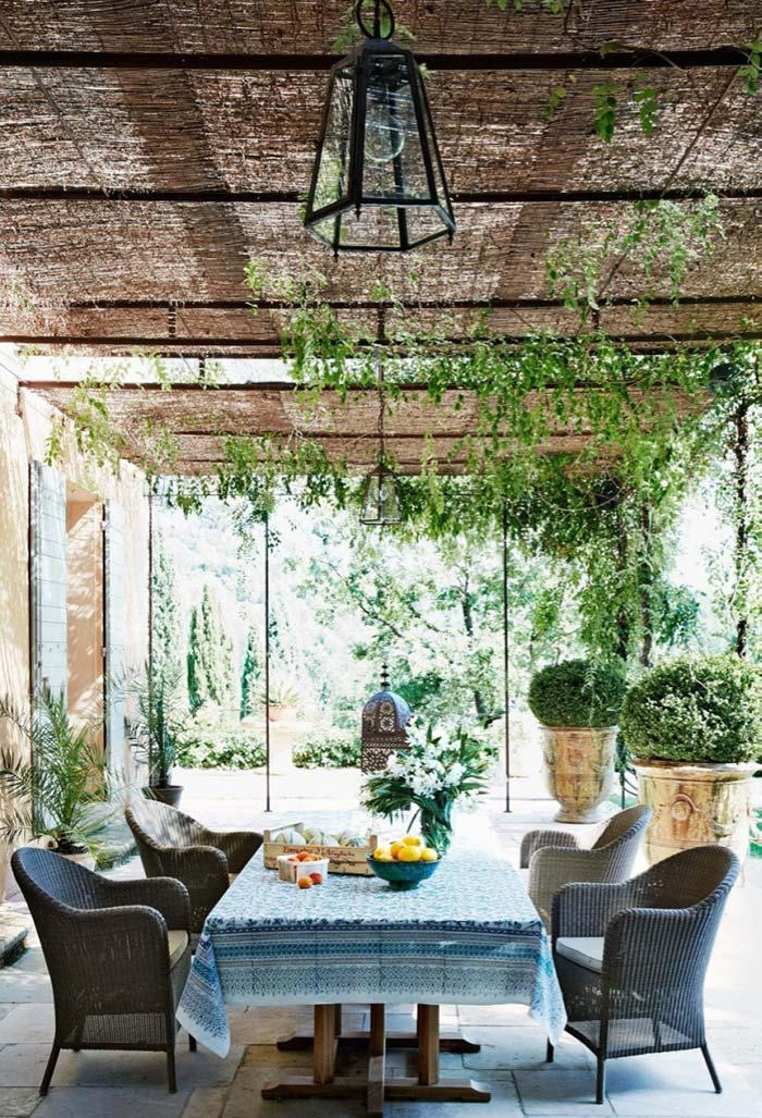 External area bucolic and full of provencal elements