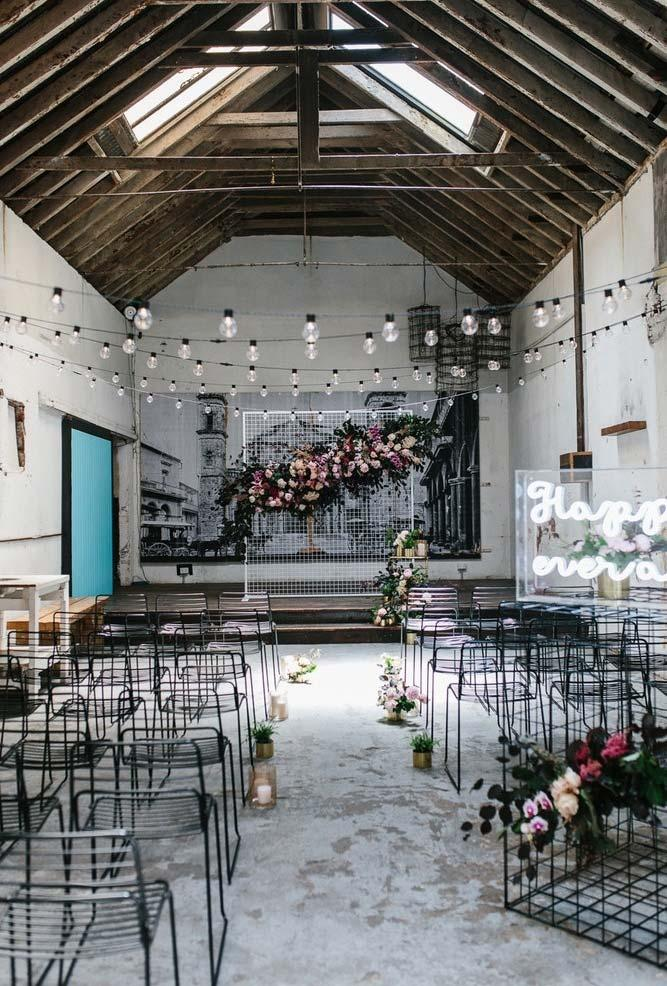 Mini wedding with industrial style decoration