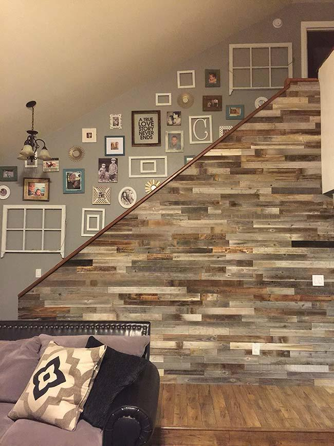 Renew your living room with a pallet wall