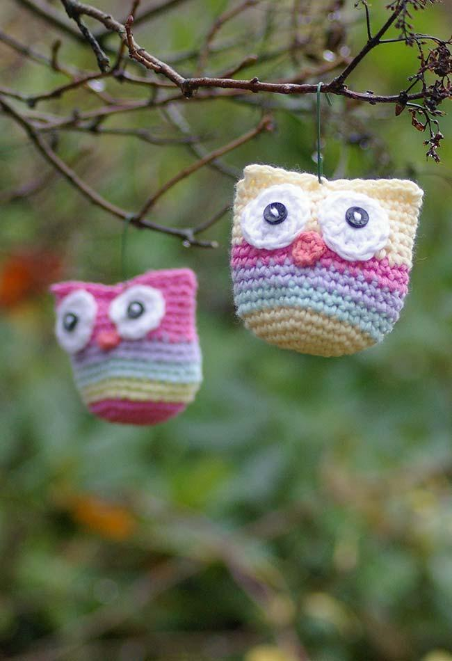 Models of a little owl to decorate the tree