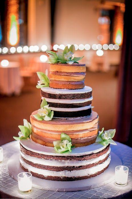Simple Wedding Cake: Each Floor of a Color
