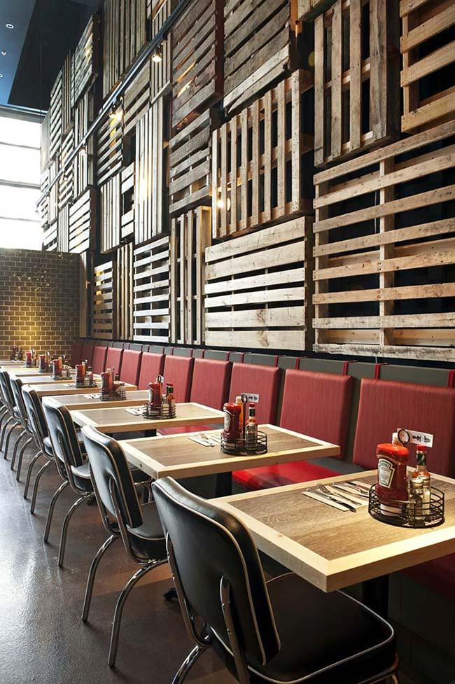 Restaurant with pallet wall