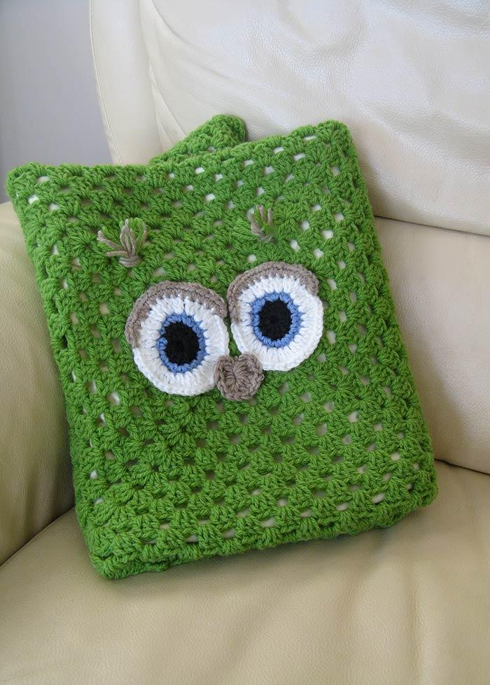 Pillow with eyes of the owl