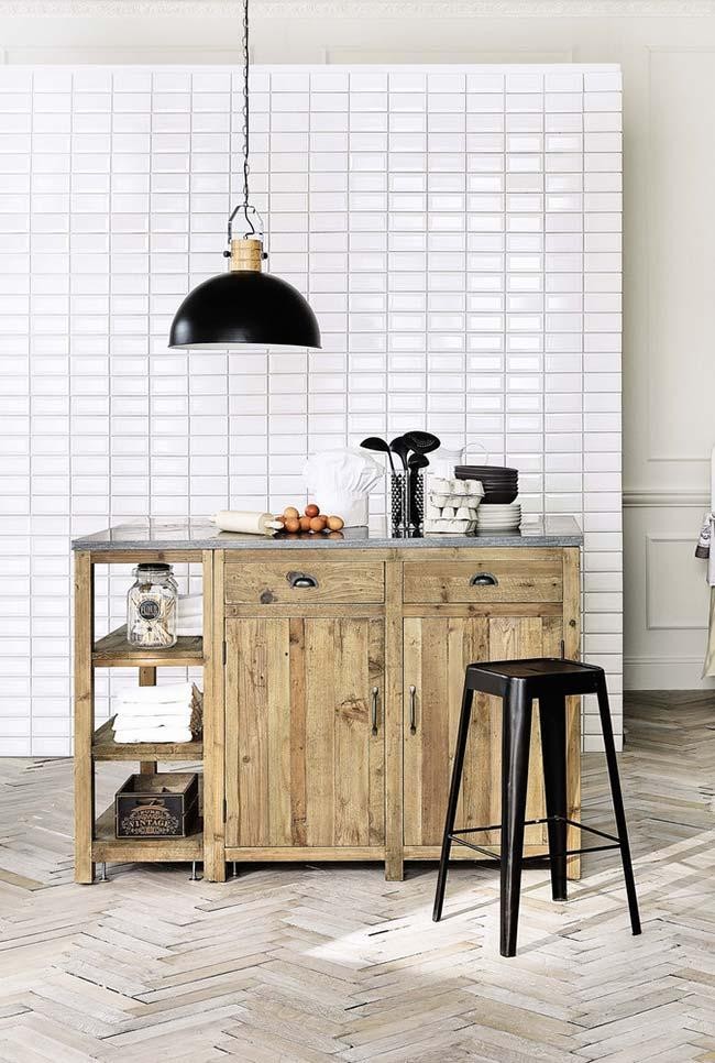 Black and white kitchen with pallet cupboard