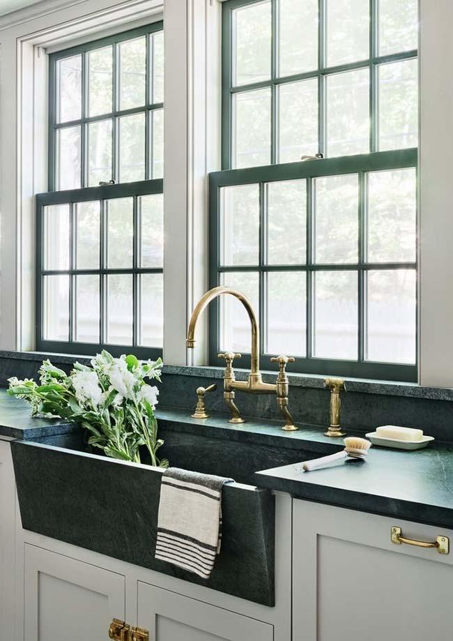 Classic style kitchen with green marble countertop