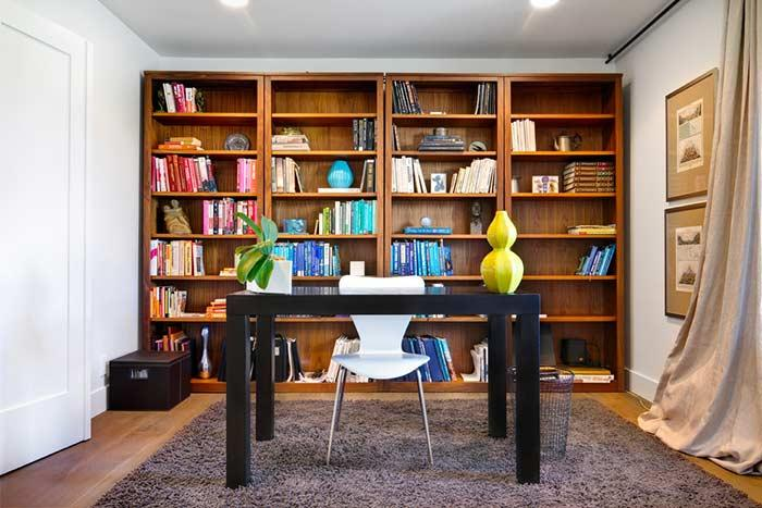 Bookshelf: colors separated by furniture niches