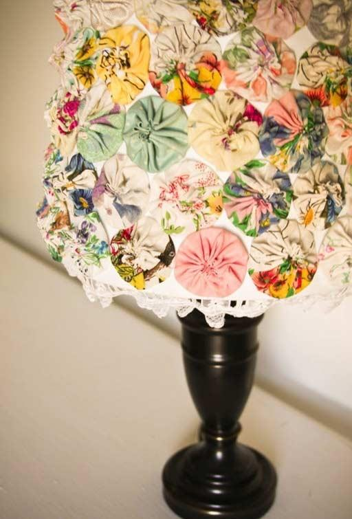 Table lamp with colored fuxicos