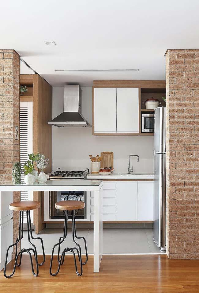 Wooden floor and satin porcelain in the kitchen