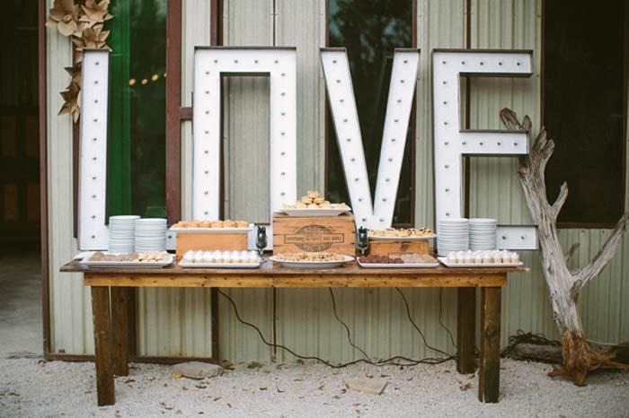 Simple Engagement Party: See 60 Creative Ideas and Learn How to Organize