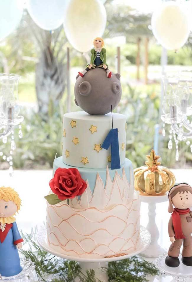 Each layer of the cake refers to a moment in the book