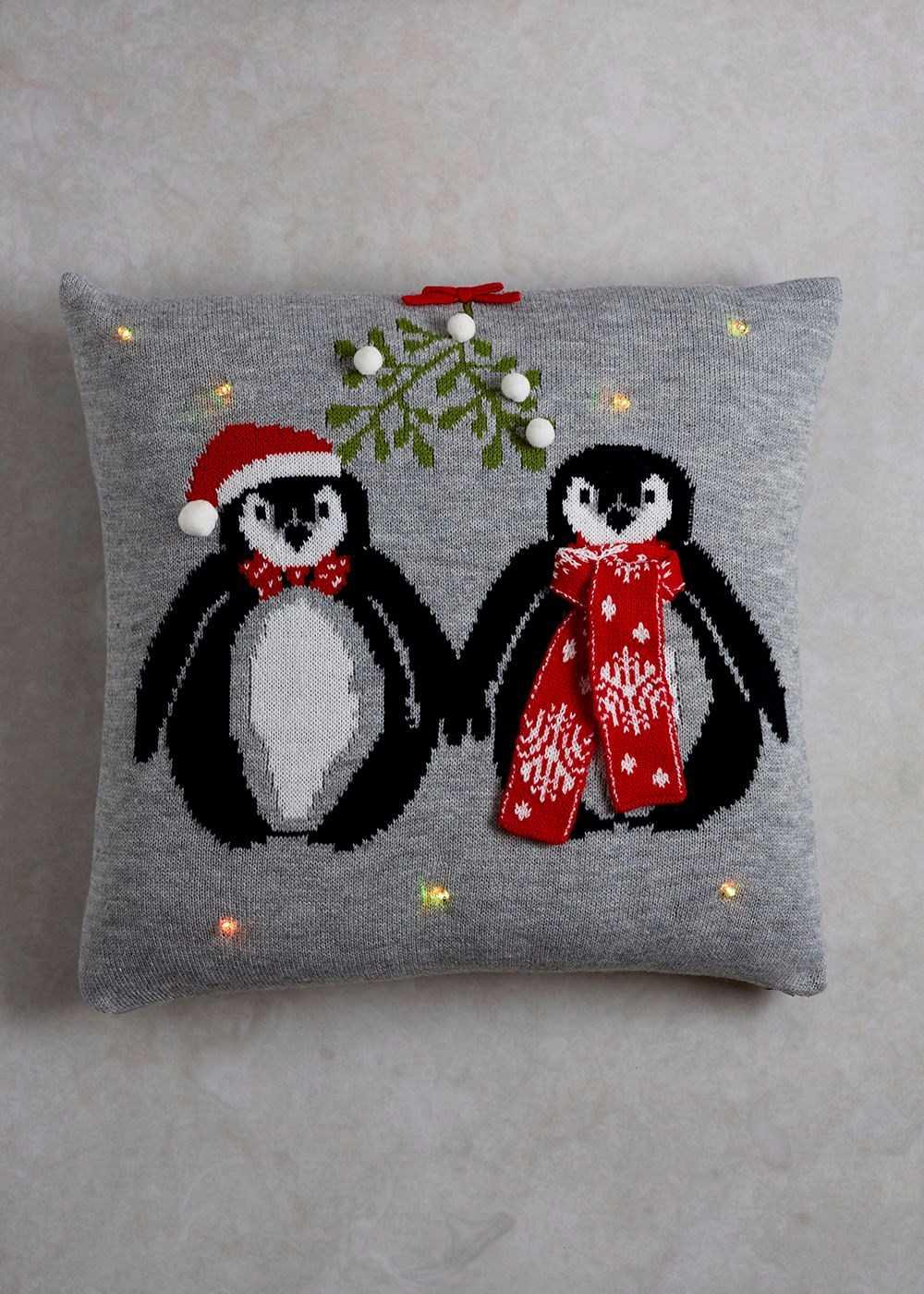 Christmas Cushions: 60 Decorating Ideas and How to Make 30