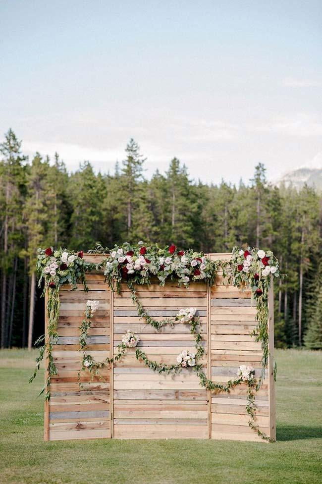 Pallet panel in do it yourself wedding decoration
