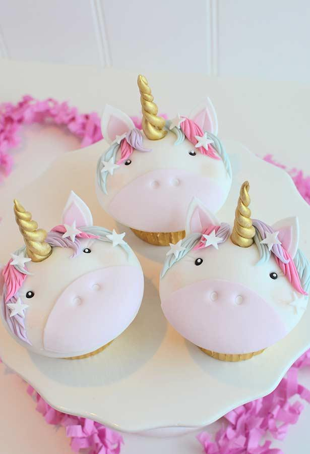 Magic cupcakes for unicorn party