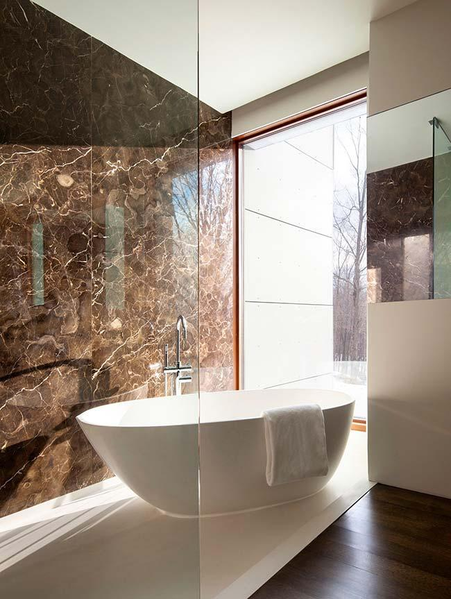 marble countertop in Imperial Brown and beige walls