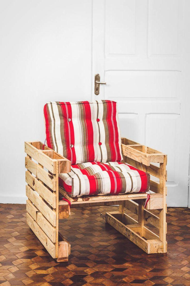 Pallet armchair with futon style cushions