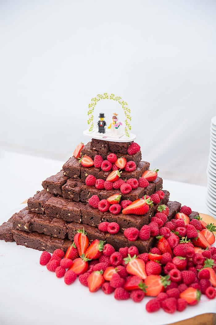 Pieces of brownies instead of the simple wedding cake