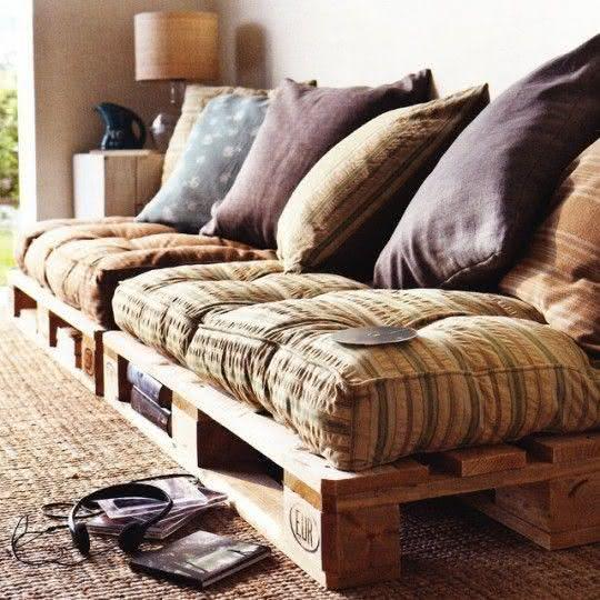 Sofa with pallet with space for inlay books