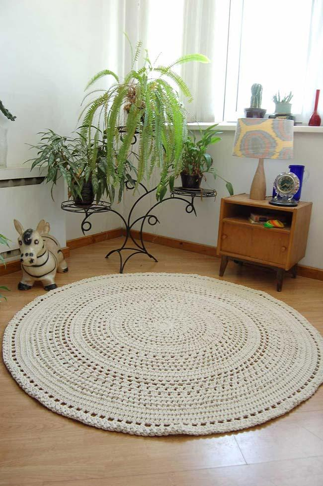 Round Crochet Rug in Raw Strand