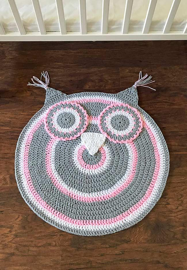 Round crocheted owl rug