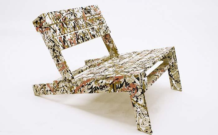 Pallet armchair with artistic vein