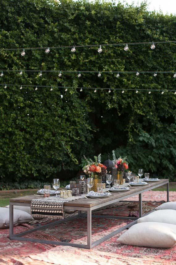 Home Wedding: Low table and floor cushions for a more relaxed reception