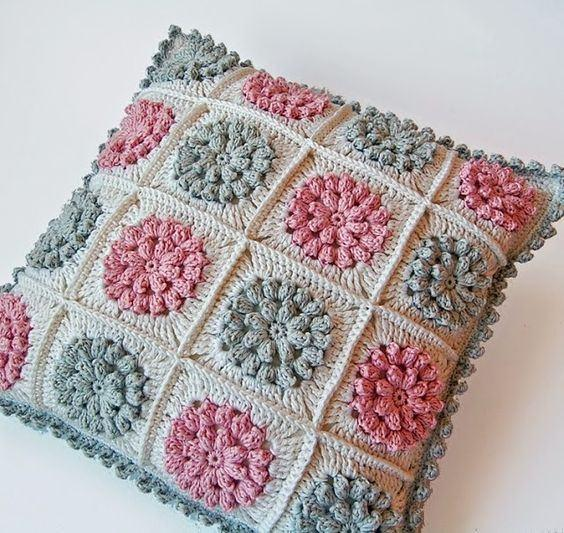 Cushion-of-croche-with-flowers-5