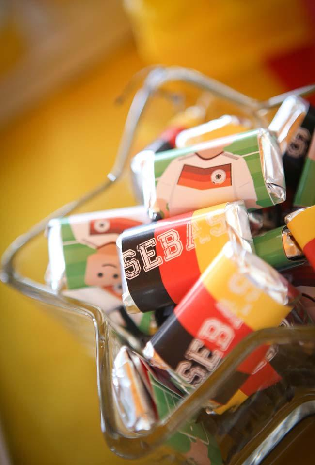 Sweets packaged with the theme of the party