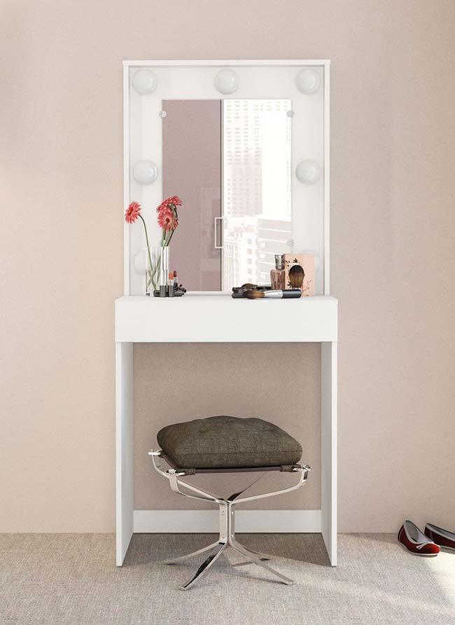 Simple, small and very functional model of dressing room dresser