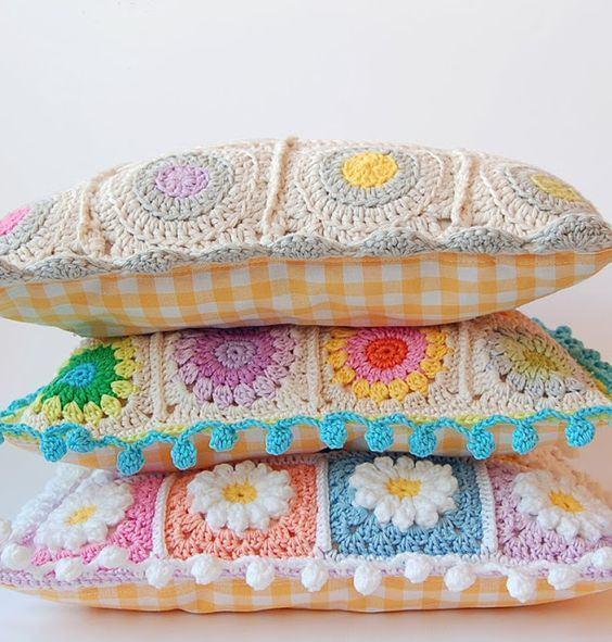 Cushion-of-croche-with-flowers-14