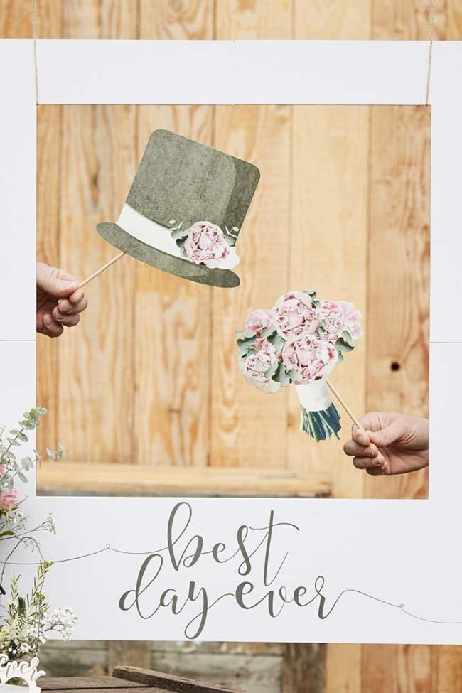 Bouquet for girls and hat for boys