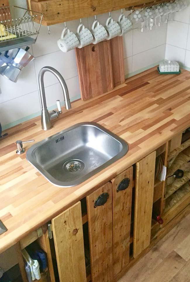 Wooden countertop and pallet cabinets in the kitchen
