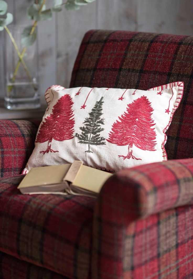 Christmas Cushions: 60 Decorating Ideas and How to Make 46