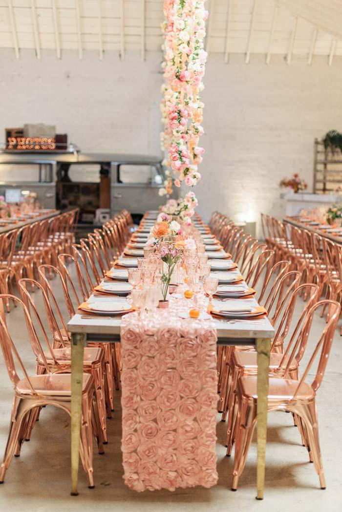 Long table to accommodate neighbors