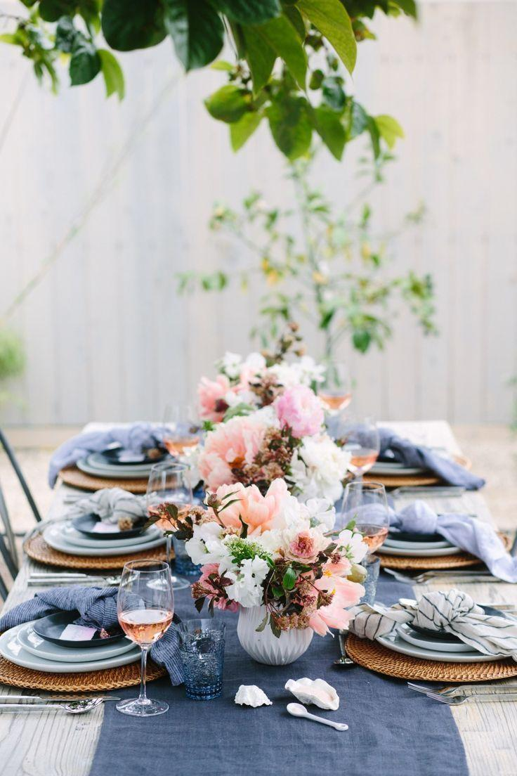 Combination of white and blue on the table set