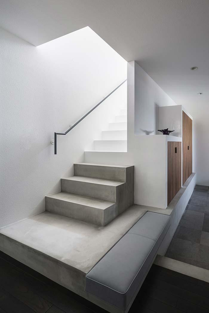 Concrete ladder in two colors