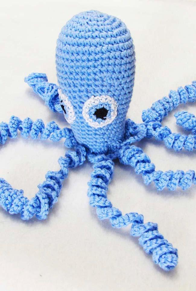 Eyes of crochet octopus in the same material