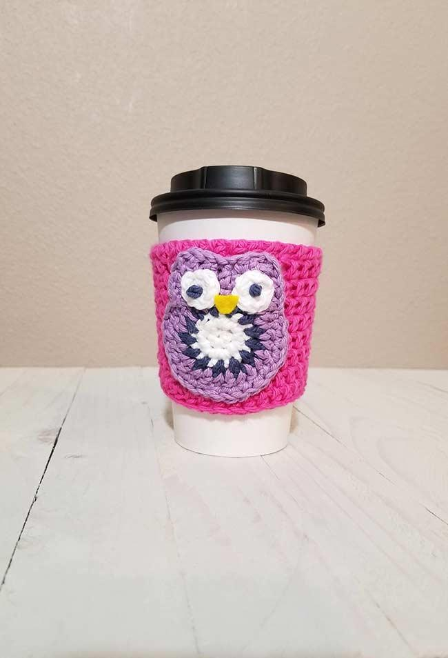 Crochet cup holder for coffee and hot drinks