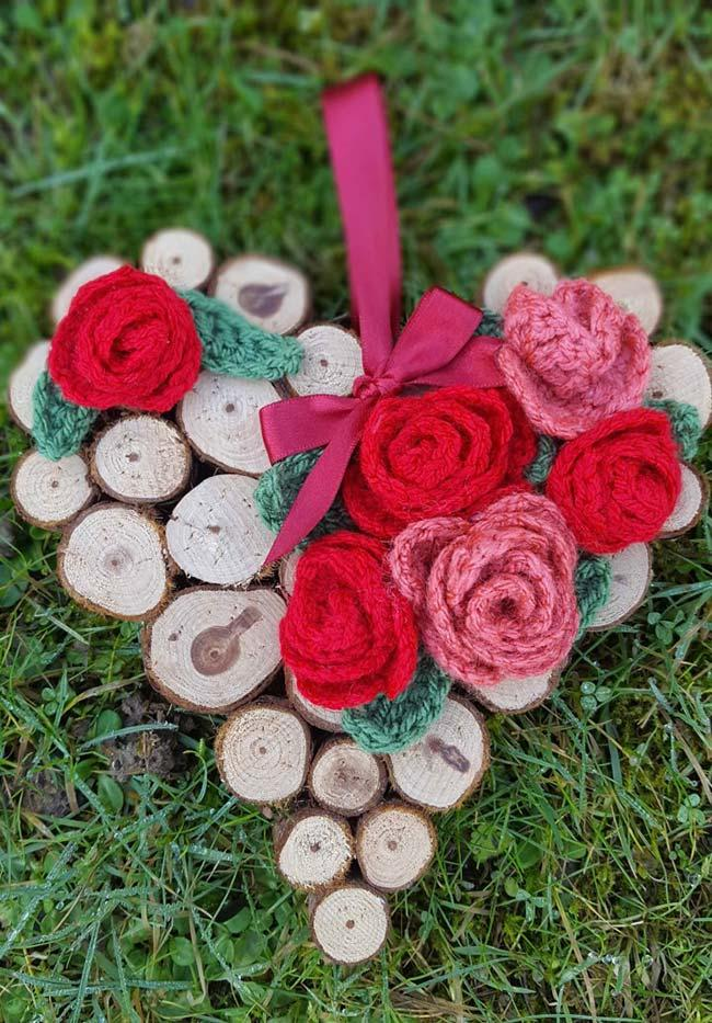 Rustic heart with crochet roses