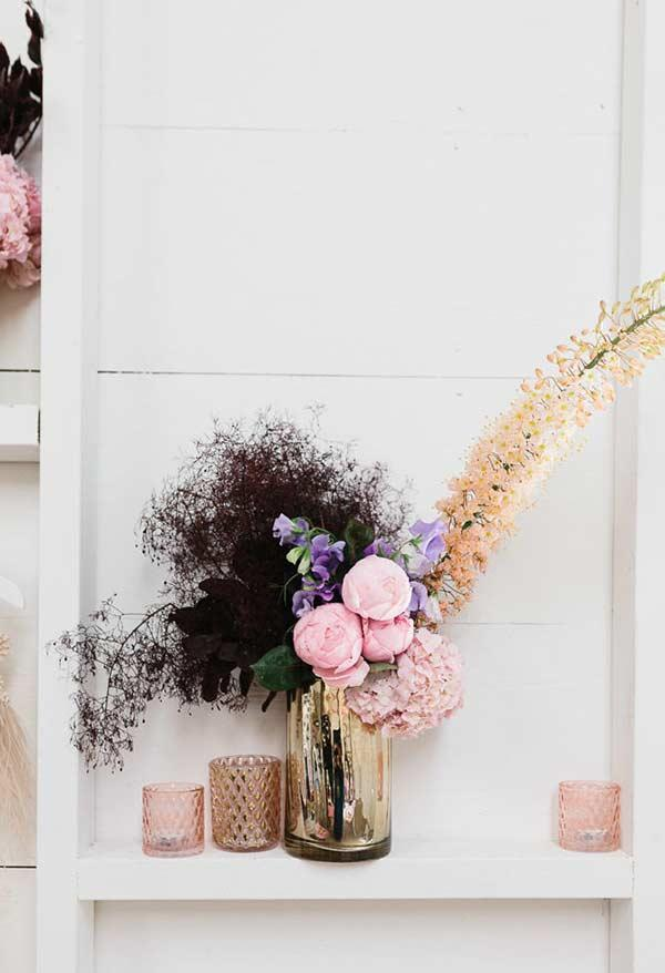 Create a composition with different flowers