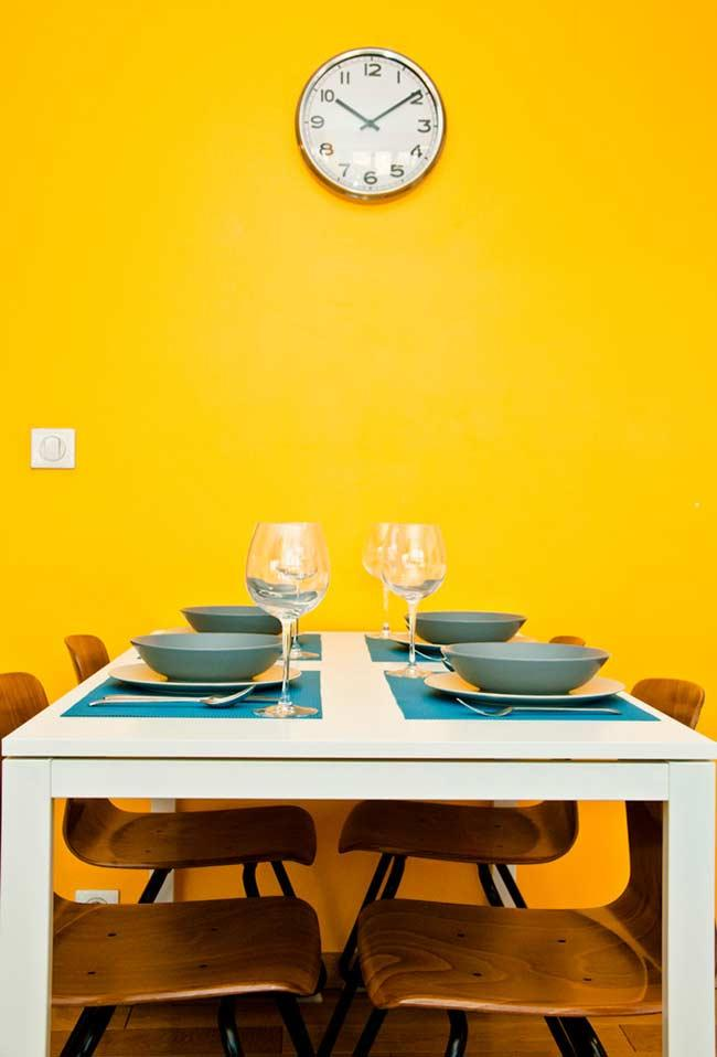Yellow color for the dining room