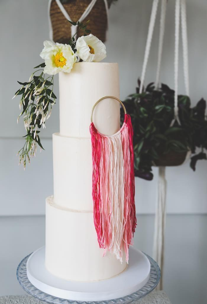 Decoration with flowers and ribbons for cake
