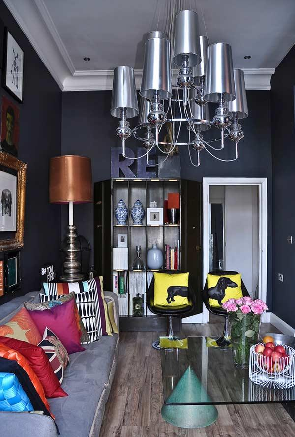 Use colorful pillows in a neutral environment