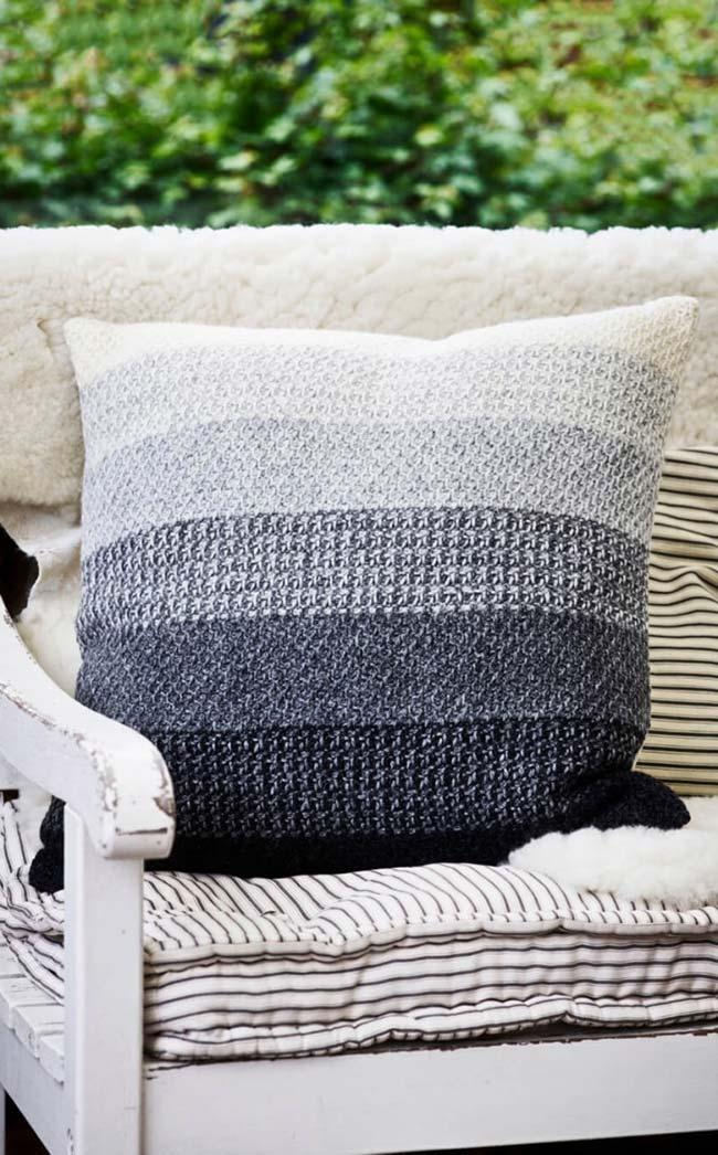 Crochet cushion cover in gradient